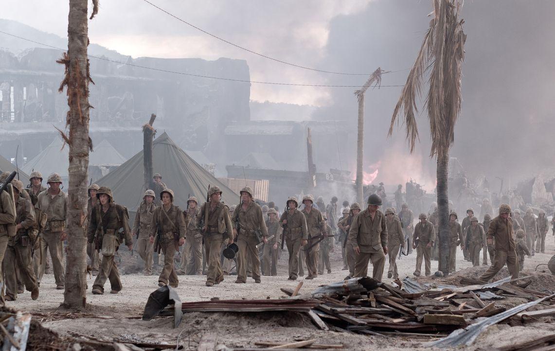 Am 25. November 1944 erklären die Amerikaner die Kämpfe für beendet. Die Soldaten kehren nach Pavuvu zurück, jedoch fundamental verändert aufgrund d... - Bildquelle: Home Box Office Inc. All Rights Reserved.