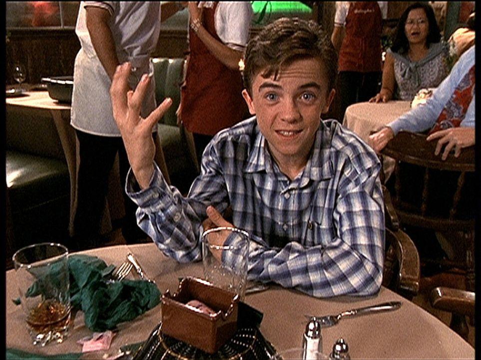 Malcolm (Frankie Muniz) lässt den Abend im Restaurant Revue passieren ... - Bildquelle: TM +   2000 Twentieth Century Fox Film Corporation. All Rights Reserved.