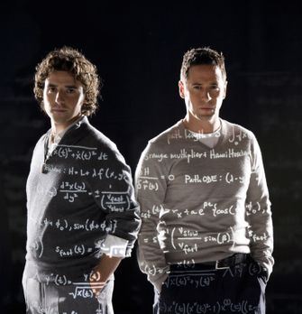 Numb3rs - (4. Staffel) - FBI-Agent Don Eppes (Rob Morrow, r.) engagiert in sc...