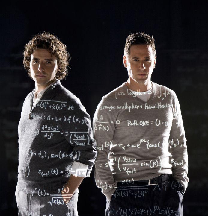 (4. Staffel) - FBI-Agent Don Eppes (Rob Morrow, r.) engagiert in schwierigen Fällen seinen Bruder Charlie (David Krumholtz, l.), einen genialen Math... - Bildquelle: Paramount Network Television