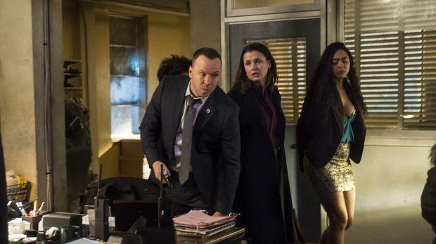 Danny (Donnie Wahlberg, l.) steckt mitten in den Ermittlungen in einem Mordfa...
