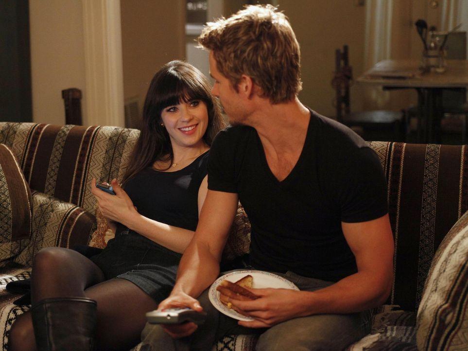 Versuchen ihr Glück in der Liebe: Jess (Zooey Deschanel, l.) und Oliver (Ryan Kwanten, r.) ... - Bildquelle: 20th Century Fox