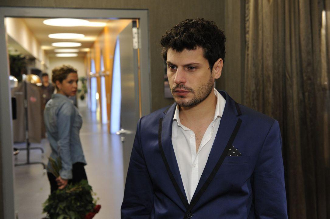 Als Luca (Manuel Cortez, r.) Nina unmissverständlich klarmacht, dass er sie nicht liebt, ist Nina (Maria Wedig, l.) tief getroffen ... - Bildquelle: SAT.1