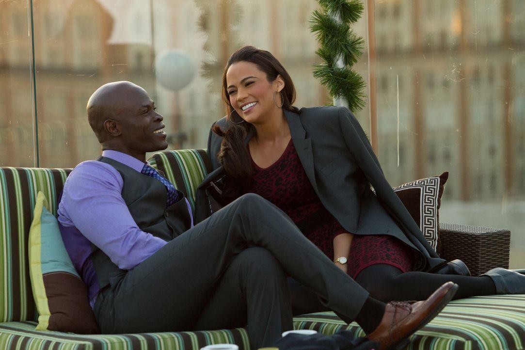 Montana Moore (Paula Patton, r.) versteht sich super mit ihrem Ex-Freund Quinton (Djimon Hounsou, l.), aber reicht es, um die Beziehung wieder aufzu... - Bildquelle: 2013 Twentieth Century Fox Film Corporation.  All rights reserved.