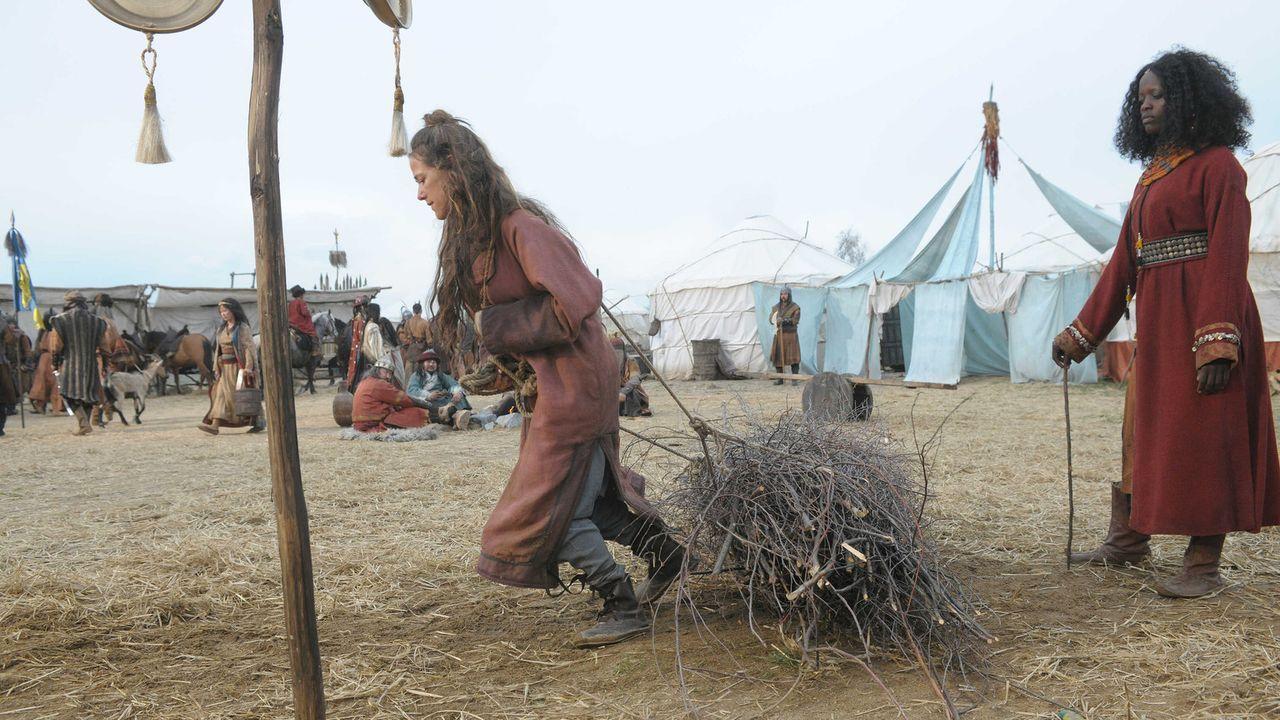 Die eifersüchtige Alika (Florence Kasumba) macht im Tatarenlager Marie(Alexandra Neldel) zunächst das Leben schwer. Doch dann muss sie erleben, wi... - Bildquelle: Jiri Hanzl SAT.1