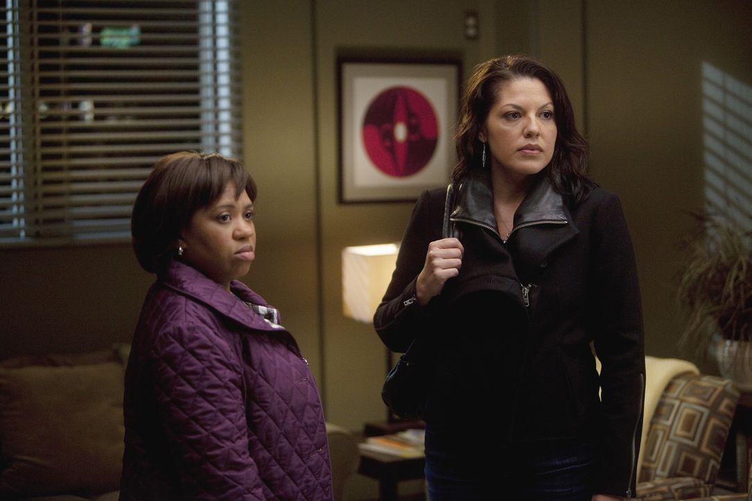 Während Cristina Owen drängt, ihr alles über seine Affäre zu erzählen, nehmen Callie (Sara Ramirez, r.) und Miranda (Chandra Wilson, l.) nur wi... - Bildquelle: Touchstone Television