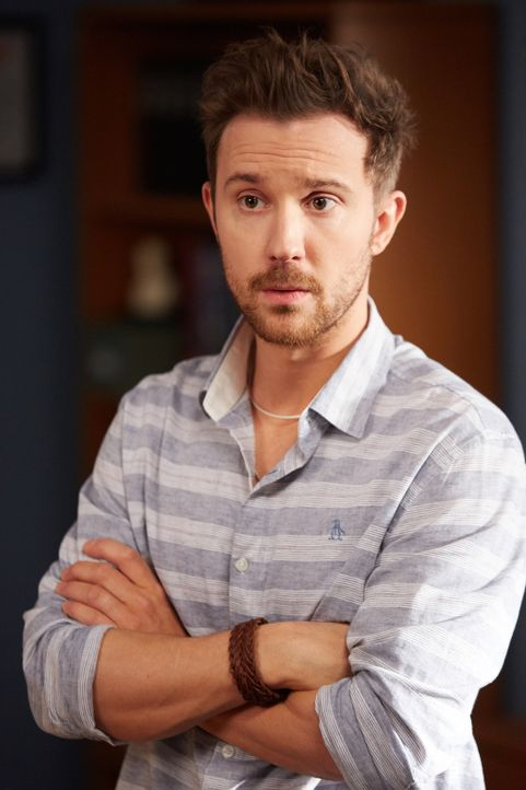 Der junge Pathologe Mitchie Mendelson (Sam Huntington) möchte unbedingt einen Vertrag mit dem East Miami Police Department. Allerdings muss er dazu... - Bildquelle: 2015-2016 Fox and its related entities.  All rights reserved.