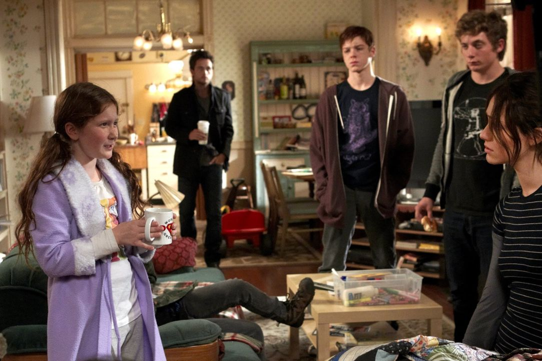 Sind auf der Suche nach ihrem völlig betrunkenen Vater: (v.l.n.r.) Debbie (Emma Kenney), Steve (Justin Chatwin), Ian (Cameron Monaghan), Lip (Jeremy... - Bildquelle: 2010 Warner Brothers