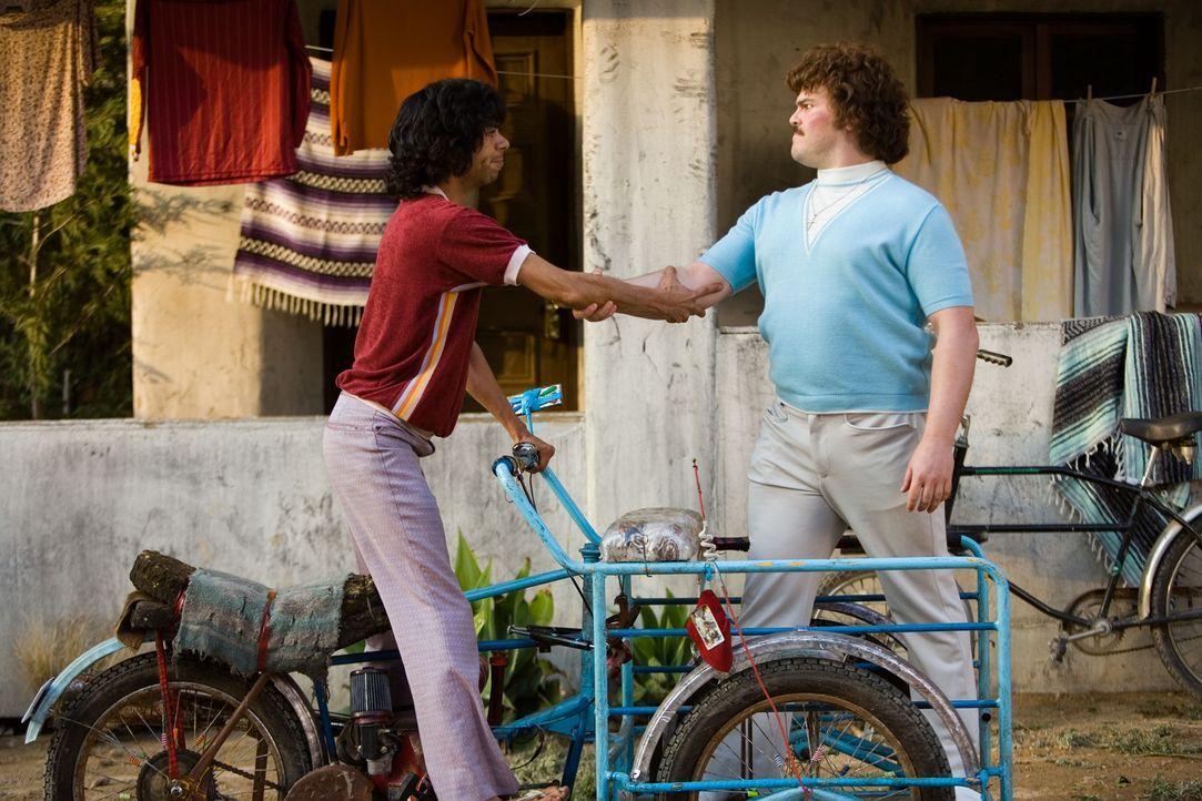 Zusammen mit dem dürren Esqueleto (Hector Jimenez, l.) beginnt Ignacio (Jack Black, r.) ein ebenso schmerzhaftes wie amüsantes Training. Schon bald... - Bildquelle: Paramount Pictures