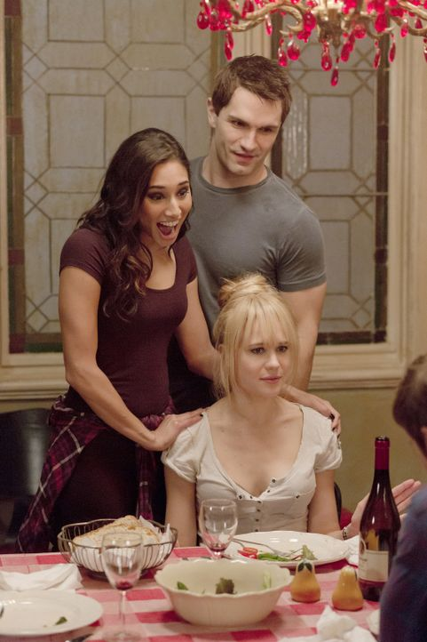 Wird es Sally (Meaghan Rath, l.) und Aidan (Sam Witwer, M.) gelingen, Nora (Kristen Hager, r.) und ihre wahre Liebe zusammenzubringen? - Bildquelle: Philippe Bosse 2014 B.H. 4 Productions (Muse) Inc. ALL RIGHTS RESERVED.