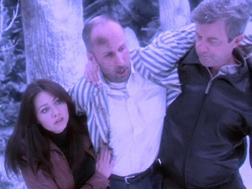 Dämonische Kinder haben den Eismann (Robert Clendenin, M.) schwer verletzt. Prue (Shannen Doherty, l.) und ihr Vater Victor (James Read, r.) versuch... - Bildquelle: Paramount Pictures
