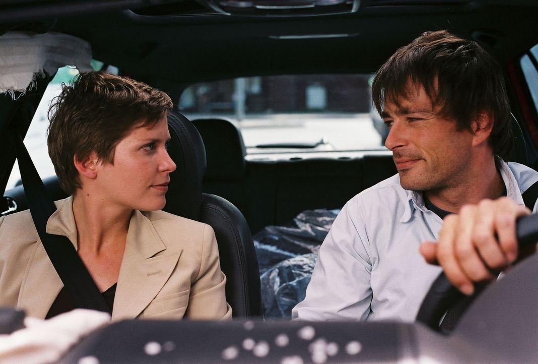 Erst spät erkennen Ben (Jan Sosniok, r.) und Kristina (Valerie Niehaus, l.), dass es für sie nur eine einzige Chance gibt ... - Bildquelle: Prosieben
