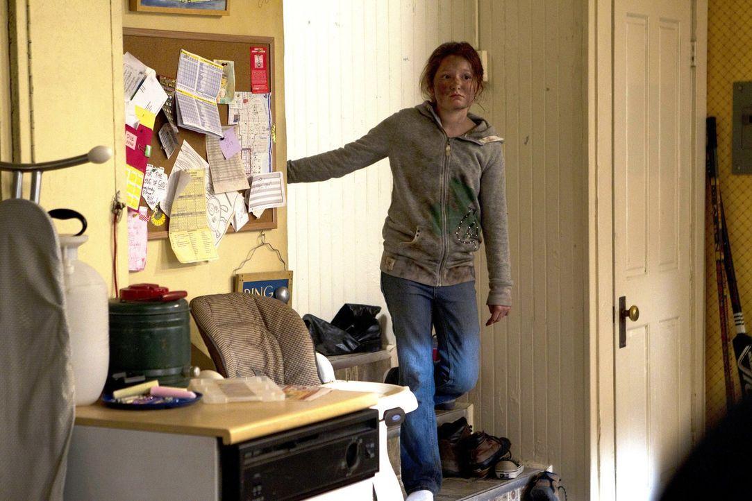 Die Depressionen ihrer Mutter Monica hören einfach nicht auf. Im Gegenteil, alles scheint schlimmer zu werden. Debbie (Emma Kenney) macht sich Sorge... - Bildquelle: 2010 Warner Brothers