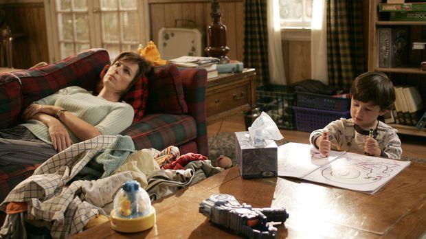 Lois (Jane Kaczmarek, l.) will Jaime (Lukas/James Rodriguez, r.) unbedingt da...