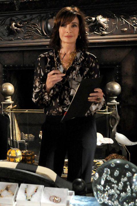 """Kann Laurel Limoges (Anne Archer) ihre Enkelinnen für die Werbekampagne von """"Limoges Cosmetics"""" gewinnen? - Bildquelle: Warner Bros. Television"""
