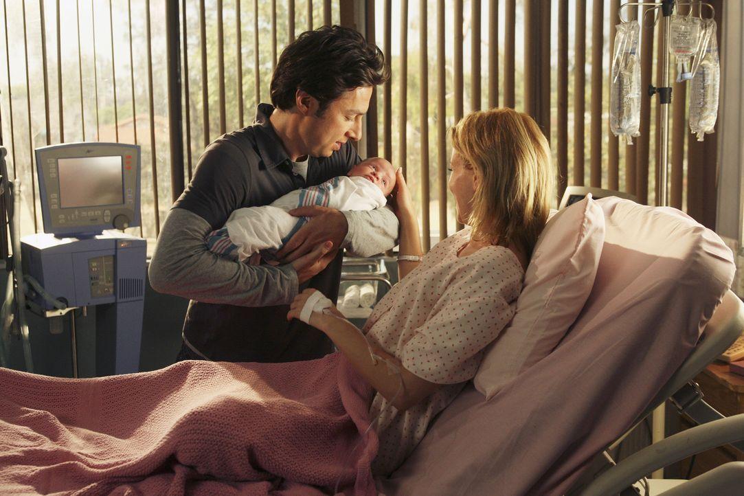 Für das Wohlergehen ihres Sohnes sehen J.D. (Zach Braff, l.) und Kim (Elizabeth Banks, r.) über ihre Probleme hinweg ... - Bildquelle: Touchstone Television
