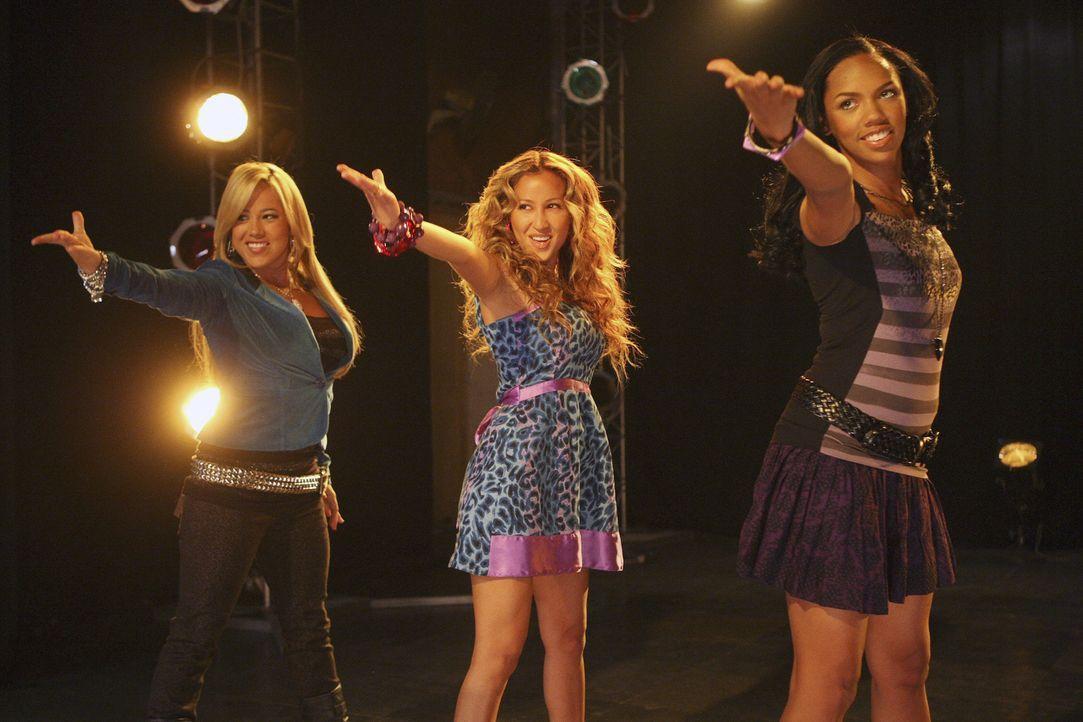 """Bei dem Vorsingen fallen die """"Cheetah Girls"""" durch: Dorinda (Sabrina Bryan, r.), Chanel (Adrienne Bailon, M.), Aqua (Kiely Williams, l.) müssen noch... - Bildquelle: Disney - ABC - ESPN Television"""