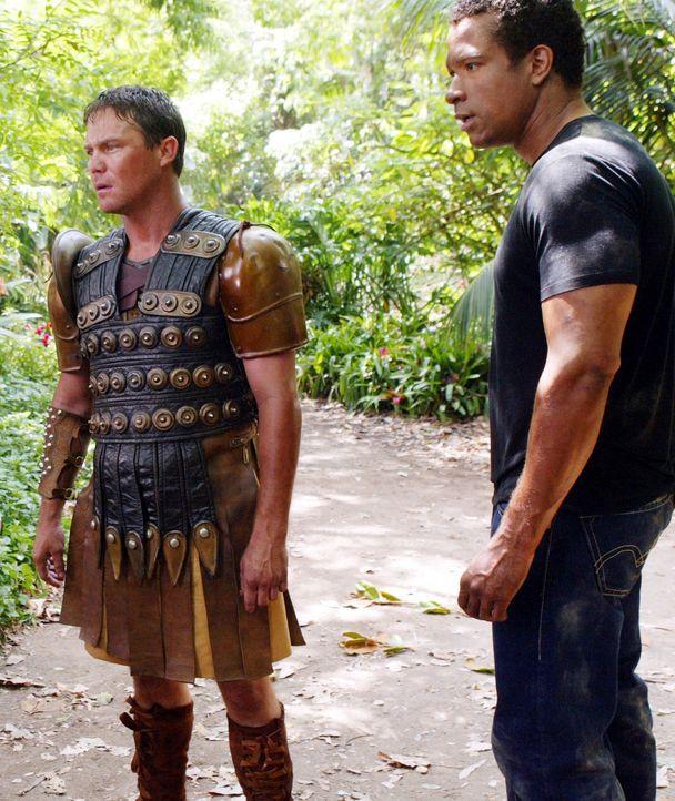 Im Kampf gegen das Böse: Leo (Brian Krause, l.) und Darryl (Dorian Gregory, r.) ... - Bildquelle: Paramount Pictures.