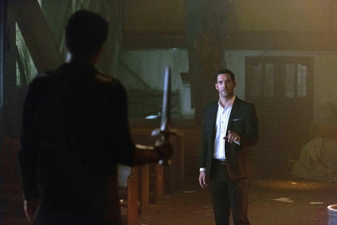 Lucifer (Tom Ellis) muss sich seinem Bruder Uriel entgegenstellen, als dieser auf die Erde kommt, um Lucifer dazu zu bringen, seinen Teil des Deals... - Bildquelle: 2016 Warner Brothers