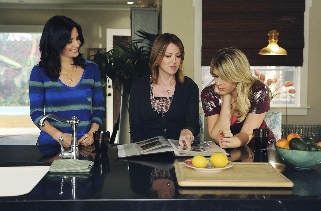 Jules (Courteney Cox, l.), Ellie (Christa Miller, M.) und Laurie (Busy Philipps, r.) sehnen sich nach ihrer ausgelassenen Highschool-Zeit - aber 40... - Bildquelle: 2009 ABC INC.