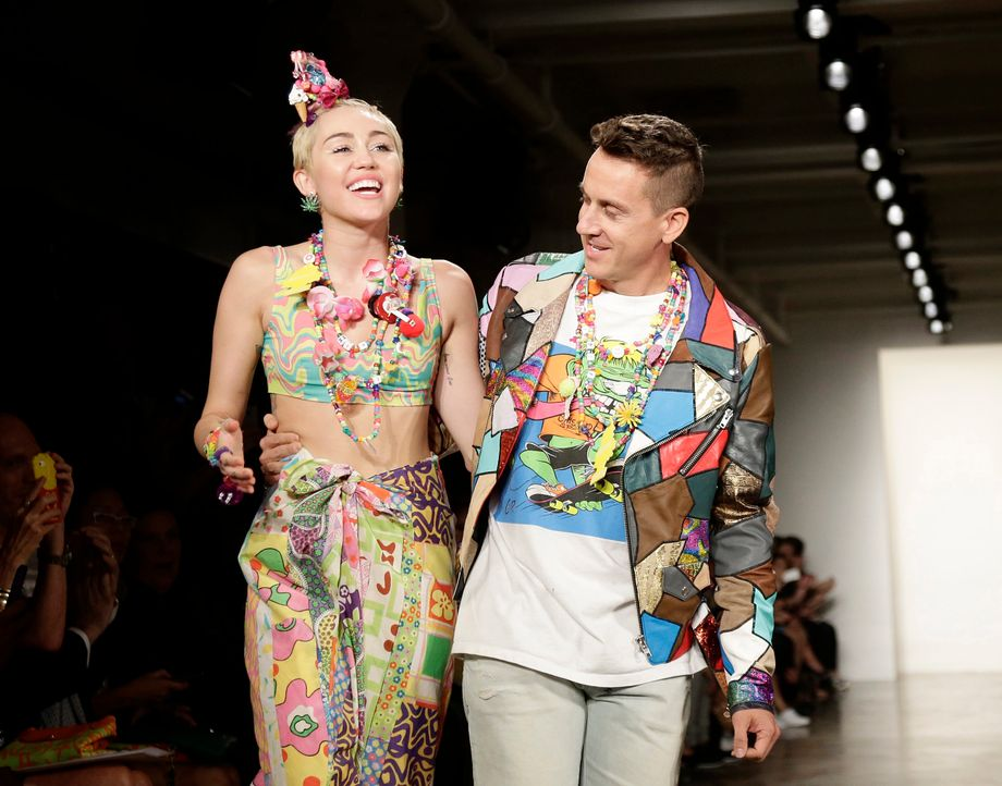 Miley- Cyrus-Jeremy- Scott-14-09-10-dpa - Bildquelle: dpa