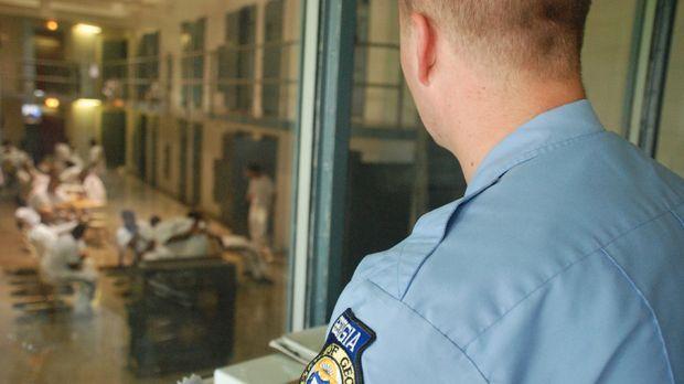 Die Insassen des Hays State Prison immer im Blick: Die Gefängniswärter haben...