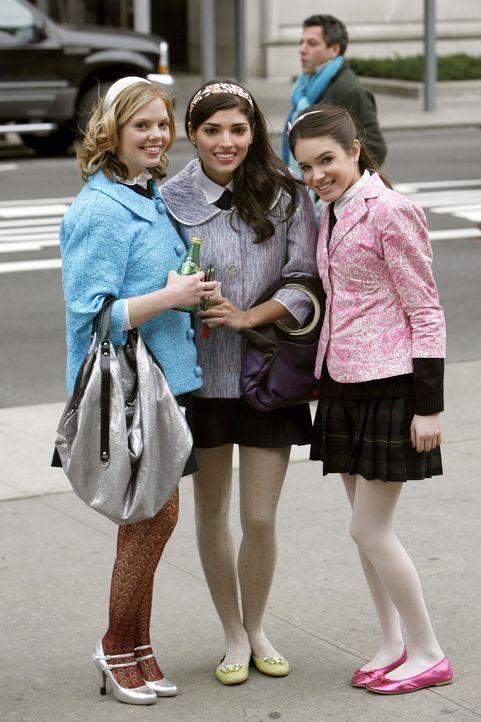 Blair hat Hazel (Dreama Walker, l.), Penelope (Amanda Setton, M.) und Elise (Emma Demar, r.) angestiftet, so viel wie möglich über Asher herauszuf... - Bildquelle: Warner Bros. Television