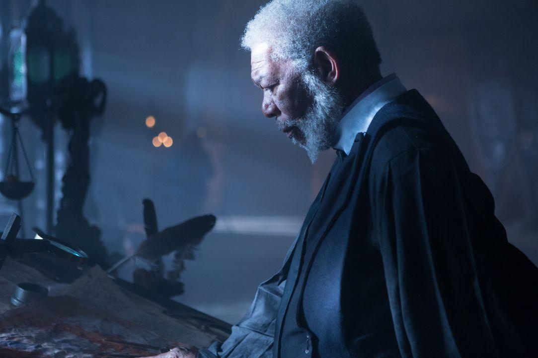 Lord Bartok (Morgan Freeman) gehört zu den wenigen Bürgern, die es wagen, sich gegen den namenlosen, die Bevölkerung unterdrückenden Herrscher des L... - Bildquelle: Wild Bunch