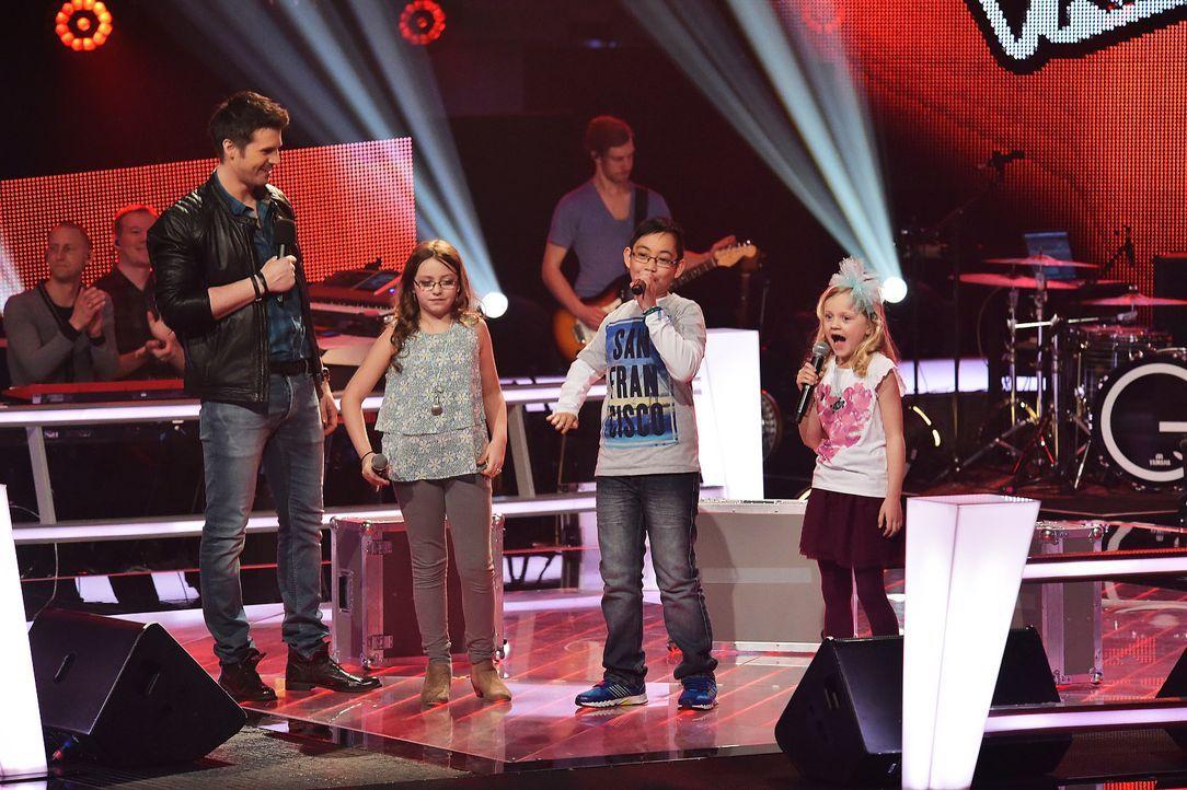The-Voice-Kids-Stf03-Epi06-Auftritte-02-Eleni-Dave-Linnea-SAT1-Andre-Kowalski - Bildquelle: SAT.1/Andre Kowalski