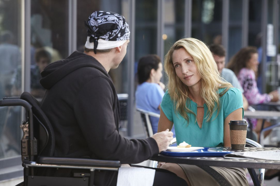 Kommt es zur Aussprache zwischen Dr. Charlie Harris (Michael Shanks, l.) und Dr. Dawn Bell (Michelle Nolden, r.)? - Bildquelle: 2013 NBC Studios, LLC
