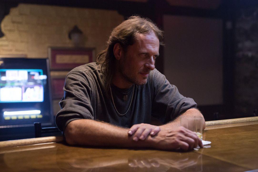 Keiner konnte ahnen, welche abstrusen Pläne in Jimmys Kopf Gestalt annehmen, als er die hübsche Amy in einer Bar sieht ... - Bildquelle: Darren Goldstein Cineflix 2014