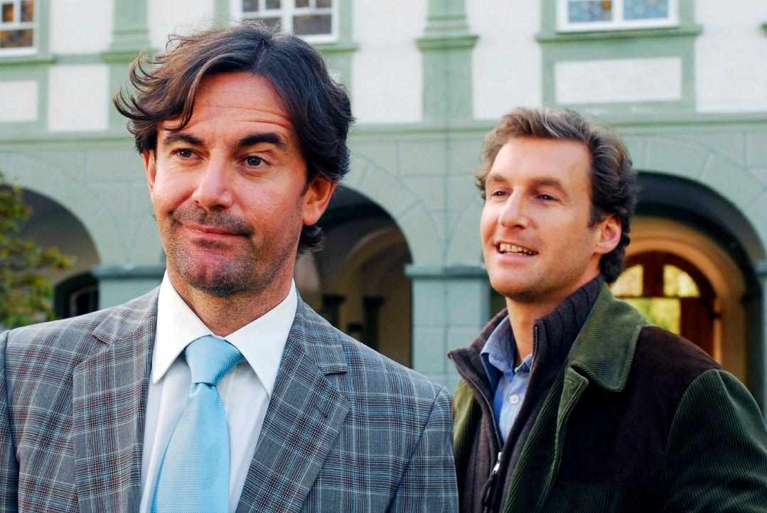 Frebert (Robert Lohr, l.) vertritt in Murnau alles und jeden als Rechtsanwalt. Da kommt es Mark (Siegfried Terpoorten, r.) gerade recht, dass er wei... - Bildquelle: Hans Seidenabel Sat.1