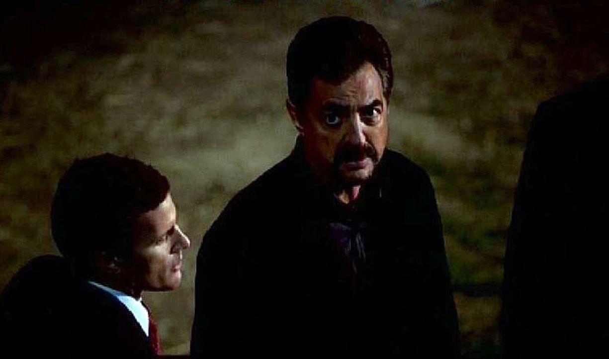 David Rossi (Joe Mantegna, r.) hat ein ungutes Gefühl bei dem Vater von Lindsey, einem der beiden Highschoolmädchen ... - Bildquelle: Touchstone Television