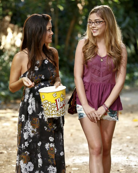 Hart of Dixie: Zoe vertraut Rose ihre Probleme an - Bildquelle: Warner Bros. Entertainment Inc.