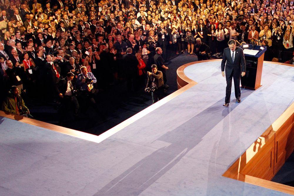 Mitt Romneys schwerer Gang - Bildquelle: dpa - Bildfunk +++ Verwendung nur in Deutschland