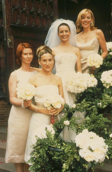 Auch an Charlottes (Kristin Davis, 2.v.r.) wichtigstem Tag stehen ihr die drei besten Freundinnen, Carrie (Sarah Jessica Parker, 2.v.l.), Sam (Kim C... - Bildquelle: Paramount Pictures