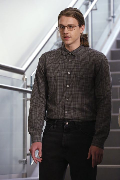 Hat er wirklich hellseherische Kräfte, oder ist er ein gemeiner Betrüger und Mörder? Gabriel (Alex Saxon) ... - Bildquelle: Warner Bros. Television