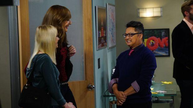 Bonnie (Allison Janney, 2.v.l.) und Christy (Anna Faris, l.) werden von Milo...