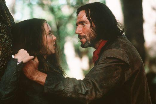 Hexenjagd - Aus Rache hat Abigail (Winona Ryder, l.) John Proctor (Daniel Day...