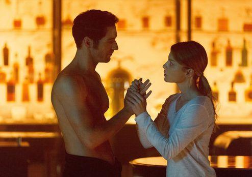 Lucifer (Tom Ellis, l.) sucht nach einem Weg, um sich von Chloes Einfluss zu...