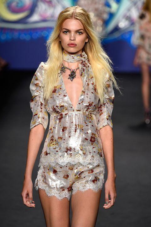 Ella Richards - Bildquelle: Frazer Harrison / Getty Images for Mercedes-Benz Fashion Week / AFP