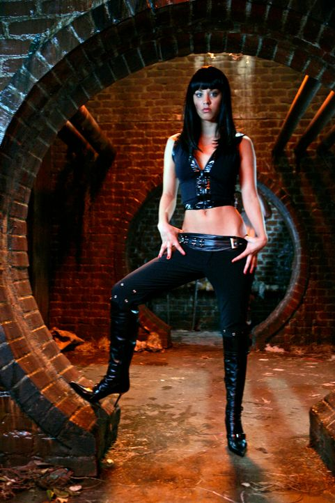 Billie (Kaley Cuoco) hat erst vor kurzem ihre Berufung zur Hexe entdeckt und brennt nun darauf Dämonen jagen zu gehen ... - Bildquelle: Paramount Pictures