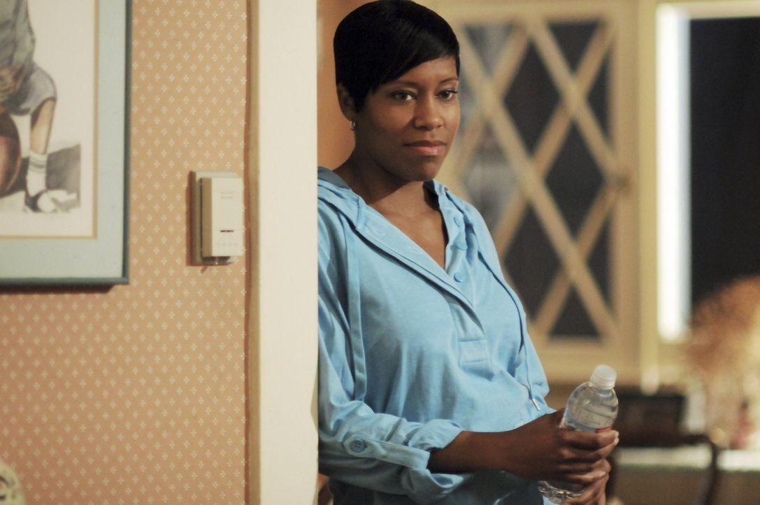 Detective Lydia Adams (Regina King) erklärt sich bereit, eine Zeugin bei sich zuhause aufzunehmen ... - Bildquelle: Warner Brothers