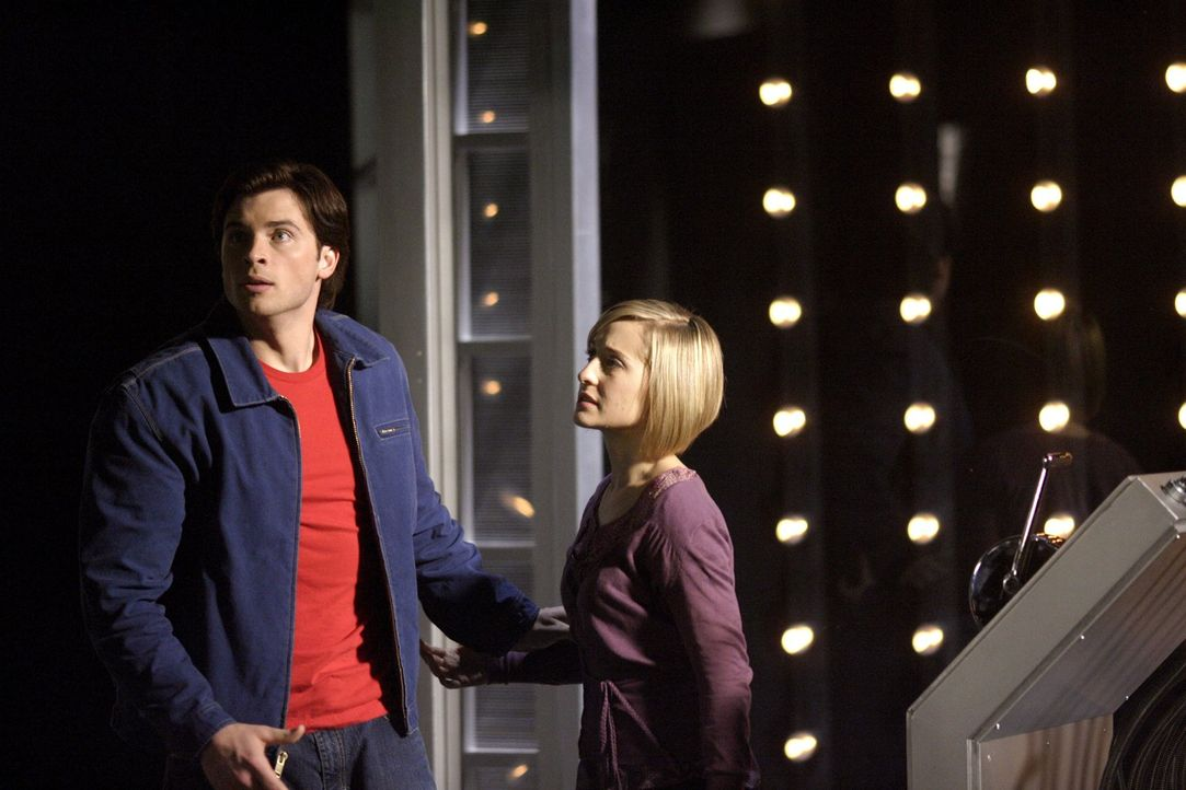 Trotz der höchst unterschiedlichen Meinung über Davis halten Chloe (Allison Mack, r.) und Clark (Tom Welling, l.) zusammen. Fragt sich nur, wie lang... - Bildquelle: Warner Bros.