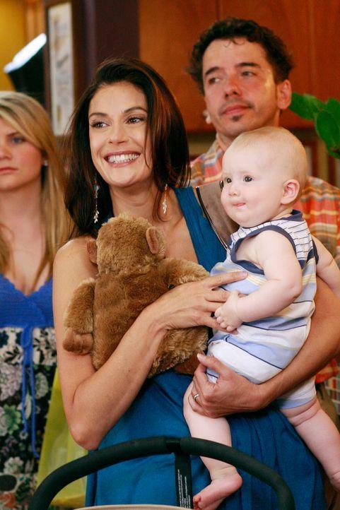 Fünf Jahre sind inzwischen vergangen und im Leben der Housewives der Wisteria Lane hat sich einiges geändert. Susan (Teri Hatcher, l.) hat nicht nur... - Bildquelle: ABC Studios