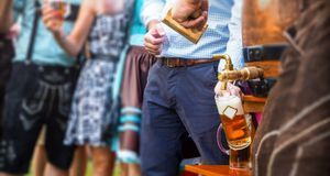 Oktoberfest Essen_2015_09_01_Bier zapfen_Bild1_fotolia_costadelsol56