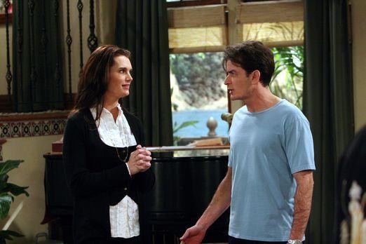 Two and a Half Men - Danielle (Brooke Shields, l.), die attraktive neue Nachb...