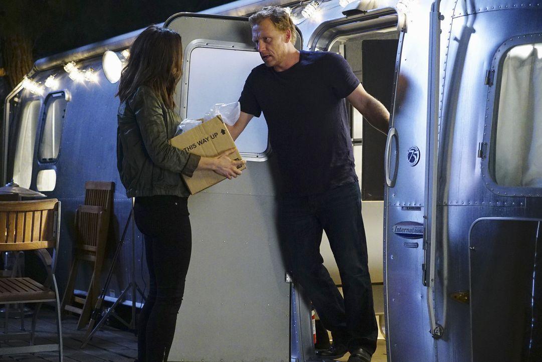 Wie wird es mit Owen (Kevin McKidd, r.) und Amelia (Caterina Scorsone, l.) weitergehen? - Bildquelle: Richard Cartwright ABC Studios