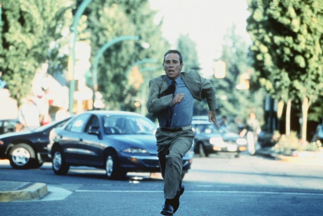 Voller Verzweiflung versucht Bewährungshelfer Travis (Tommy Lee Jones), seine von Rachegelüsten getriebene Klientin von einer unbedachten Tat abzu... - Bildquelle: Paramount Pictures