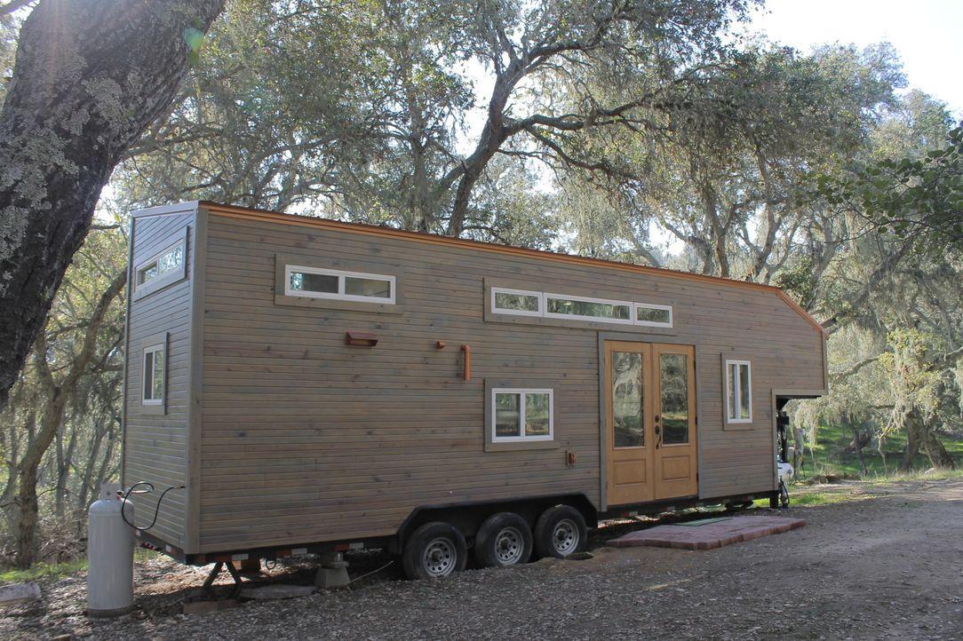 Dieses Mal sind es nicht nur die besonderen Vorstellungen, sondern auch das Grundstück, das beim Bau des kleinen Hauses für Schwierigkeiten sorgen k... - Bildquelle: 2016, HGTV/Scripps Networks, LLC. All Rights Reserved.